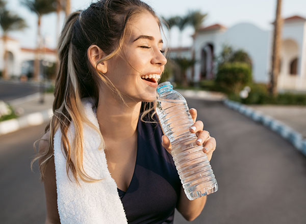 Eliminar la celulitis bebiendo agua